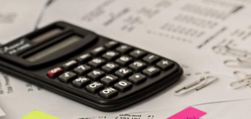 calculatrice declaration impot taxe photo StevePb via Pixabay CC0 et INFOSuroit