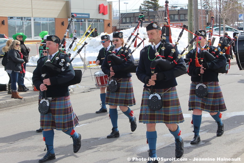 defile St-Patrick Chateauguay 2017 cornemuse photo JHaineault INFOSuroit