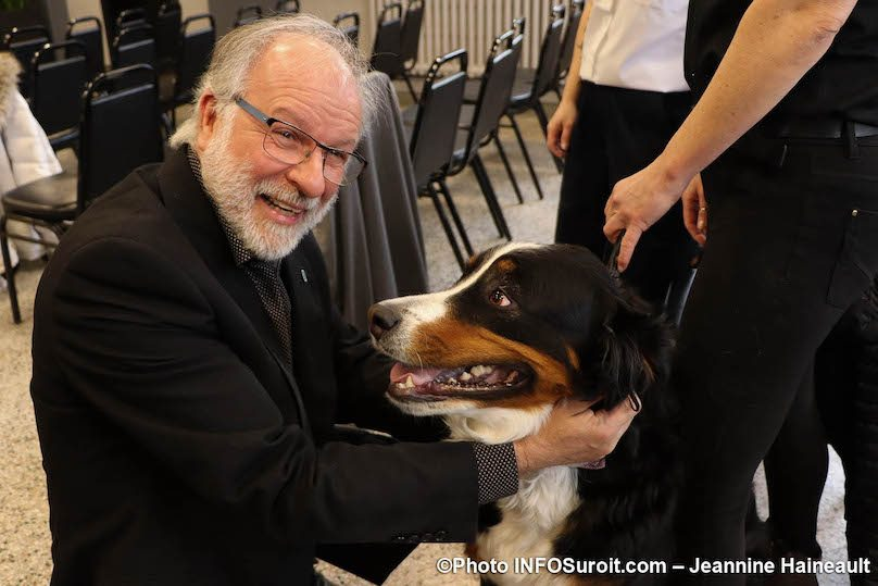 maire-de-Beauharnois-BTremblay-et-chien-Molly-SPCA-photo-JH-INFOSuroit