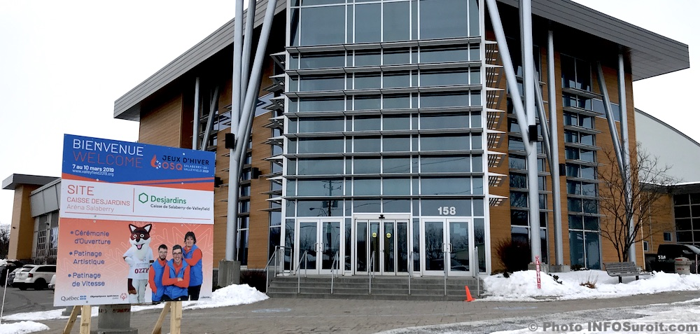 panneau jeux hiver OSQ devant arena Salaberry photo INFOSuroit