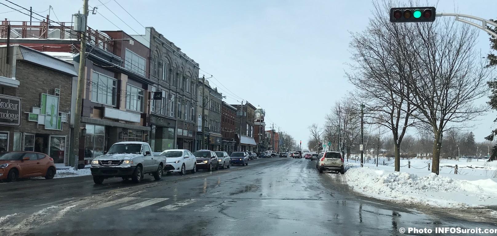rue Victoria centre-ville Valleyfield hiver commerces photo INFOSuroit