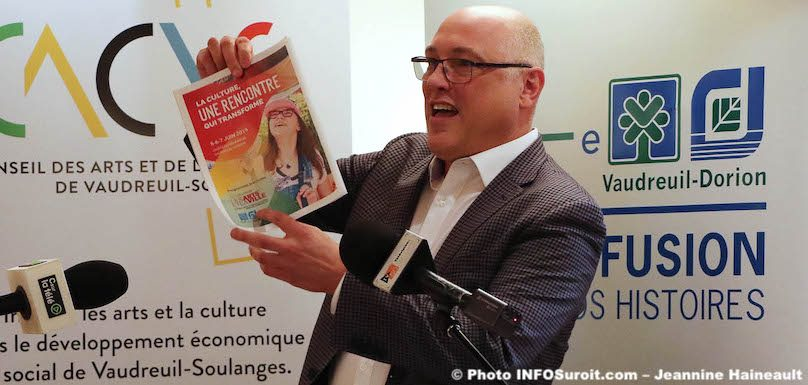 Michel_Vallee-ville-Vaudreuil-Dorion-et-invitation-colloque-Arts-photo-JH-INFOSuroit