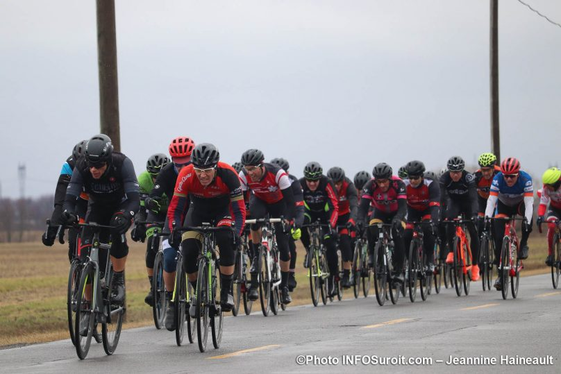 cyclistes en action course velo Grand Prix Ste-Martine 2019 photo JH INFOSuroit