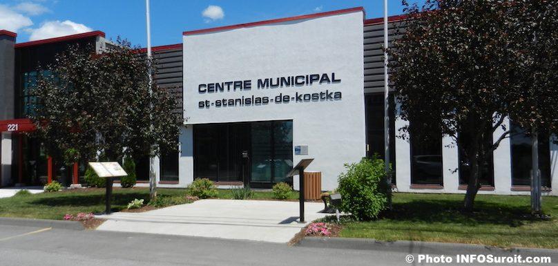 entree Centre municipal St-Stanislas-de-Kostka photo INFOSuroit