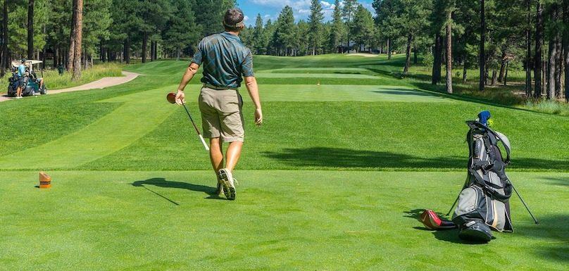 golfeur terrain de golf photo Bedrck via Pixabay et INFOSuroit