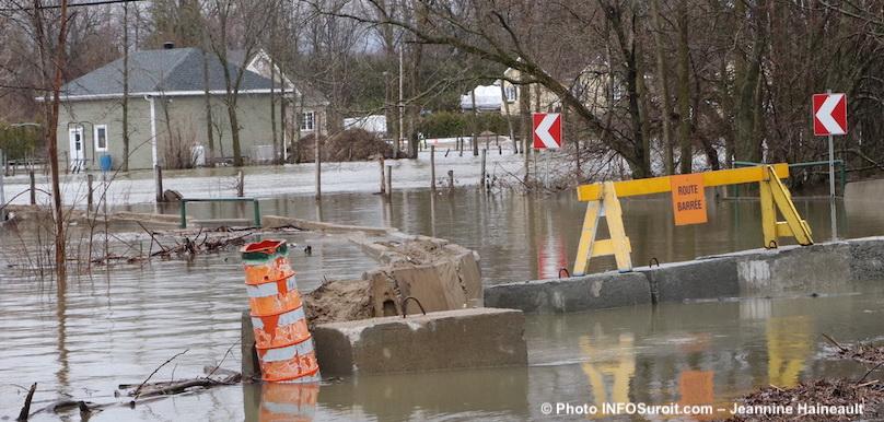inondations rue barree a Rigaud 26avr2019 photo JH INFOSuroit