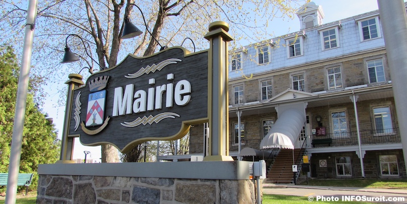 mairie Hotel de Ville de Chateauguay enseigne printemps photo INFOSuroit
