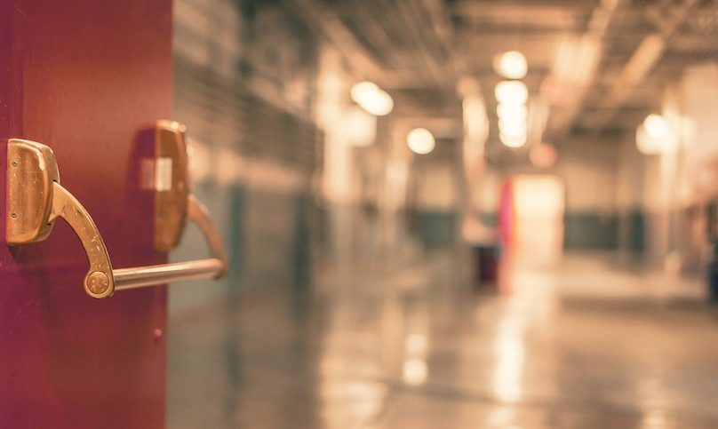 passage corridor hopital photo RyanMcGuire via Pixabay et INFOSuroit
