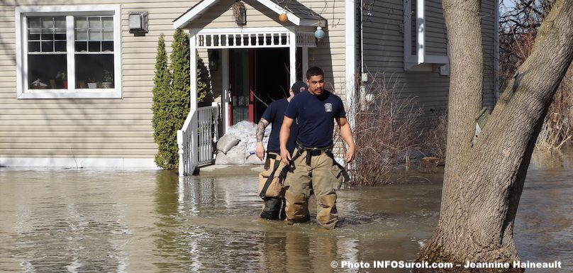 pompiers-vaudreuil-Dorion-rue-inondation-22avr2019-photo-JH-INFOSuroit