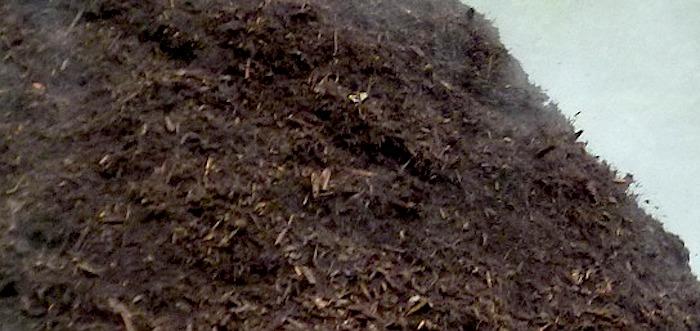 compost montagne bonne terre fertilisant photo Perkons via Piaxabay et INFOSuroit