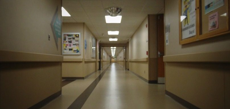 corridor hopital conge ferie services externes fermeture photo TryJimmy via Pixabay et INFOSuroit