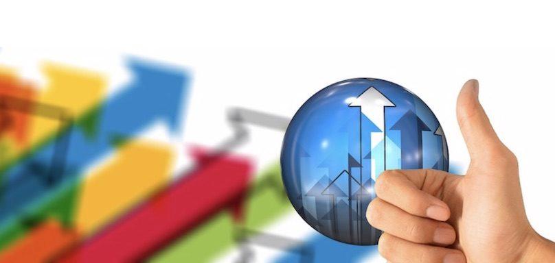 croissance objectif startup pouce fleches visuel geralt via Pixabay et INFOSuroit_com