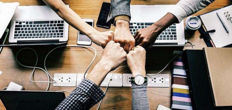 developpement reunion equipe croissance ordinateur succes photo RawPixel via Pixabay et INFOSuroit
