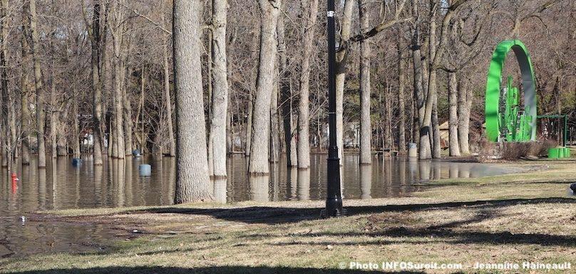inondations-printemps-parc-de-la-Maison-Valois-Vaudreuil-Dorion-avr2019-photo-JH-INFOSuroit