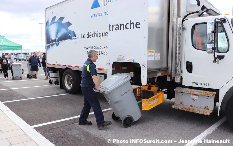 journee dechiquetage dans Vaudreuil-Soulanges avec Desjardins photo JH INFOSuroit