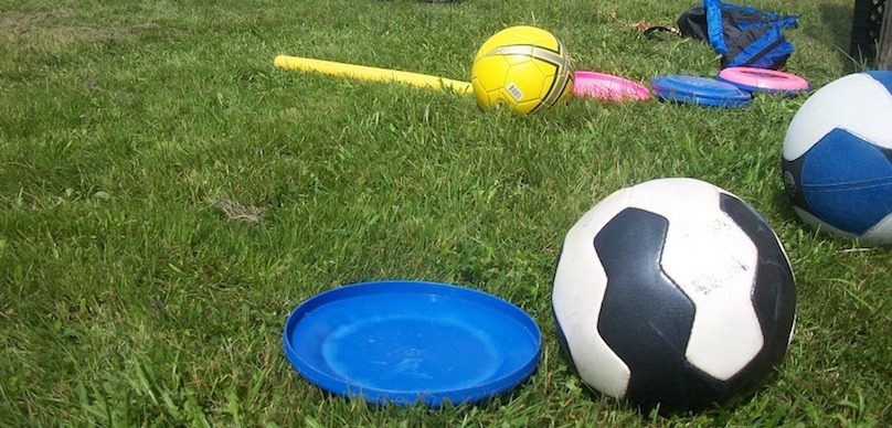 loisir-sport-ballons-soccer-frisbee-baseball-basket-photo-PublicDomainPictures-via-Pixabay-et-INFOSuroit