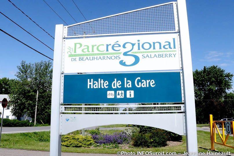 Ste-Martine Halte de la Gare parc regional BhS enseigne photo JH INFOSuroit