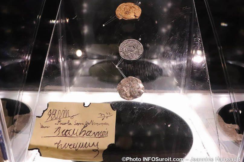 artefacts expo Objets de memoire Pointe-du-Buisson photo JH INFOSuroit