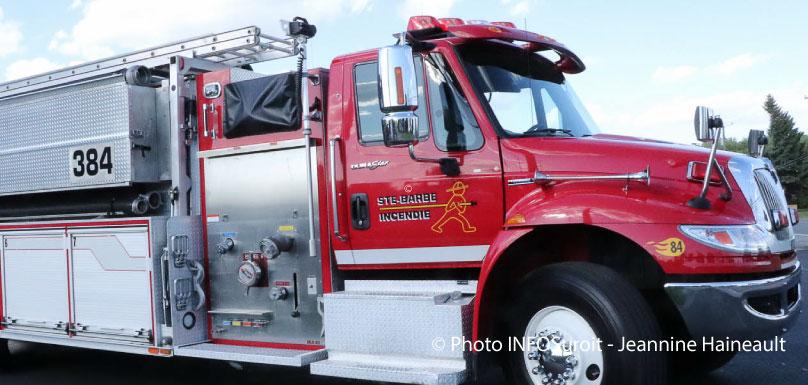 camion-pompier-caserne-sainte-barbe-photo-JHaineault-infosuroit