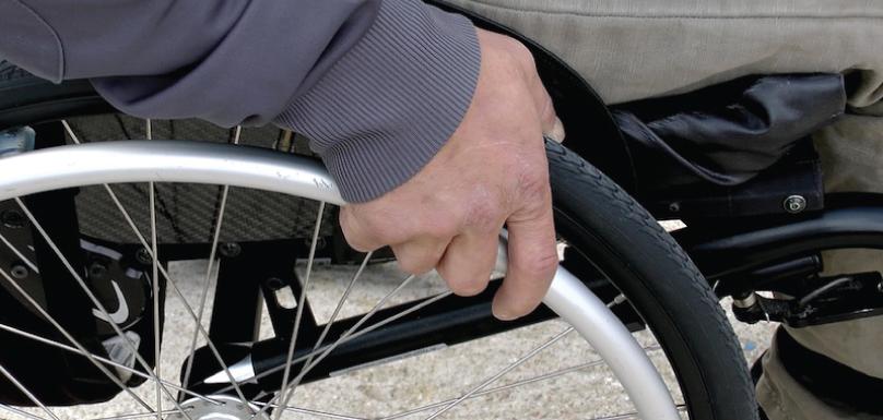 chaise-roulante-fauteuil-roulant-handicap-SGenet-via-Pixabay-CC0-et-INFOSuroit_com
