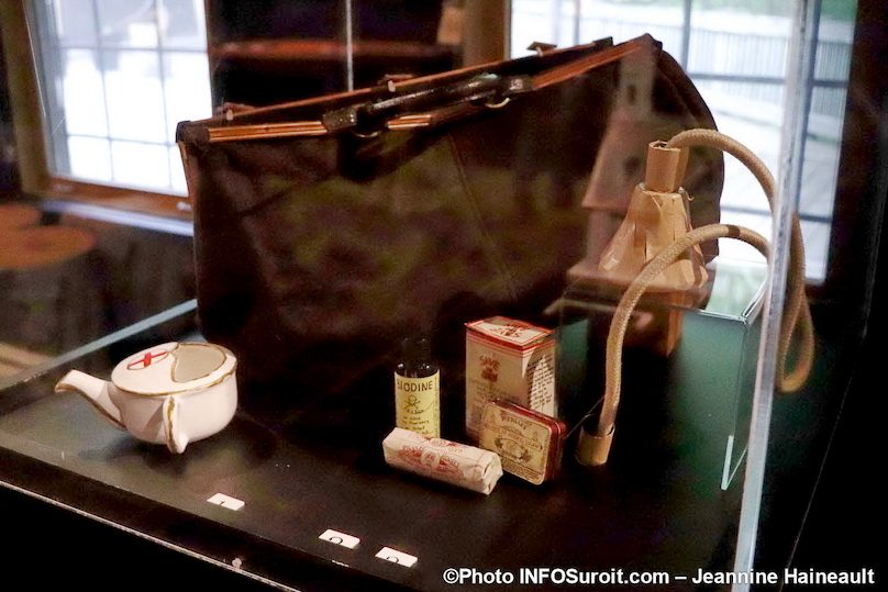 expo Objets de memoire medecine Pointe-du-Buisson photo JH INFOSuroit