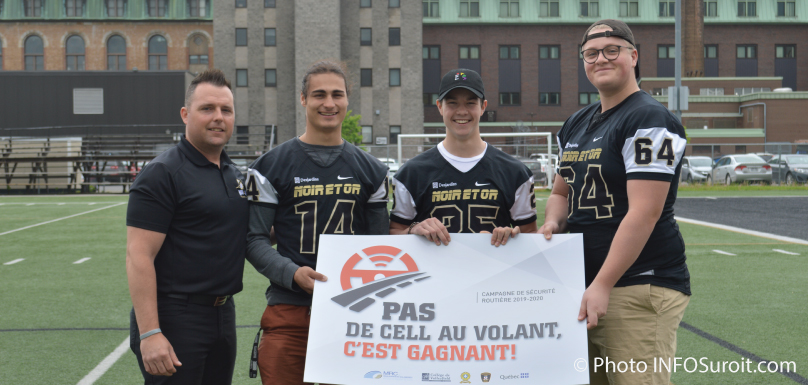 joueurs-noir-et-or-college-valleyfield-campagne-cellulaire-volant-photo-infosuroit