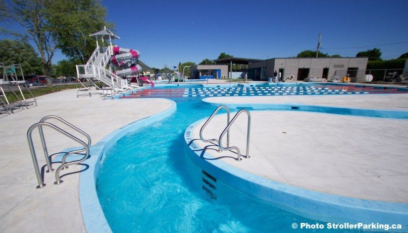 piscine glissoire complexe aquatique beauharnois Copyright photo StrollerParking_ca