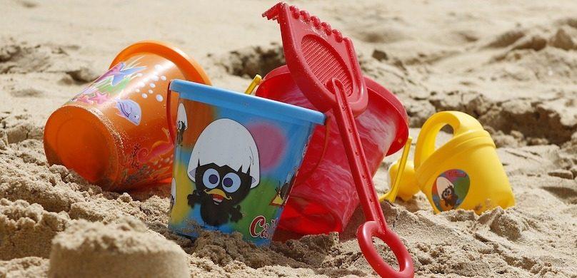 sable jouets chaudieres enfants plage photo TaniaDimas via Pixabay et INFOSuroit
