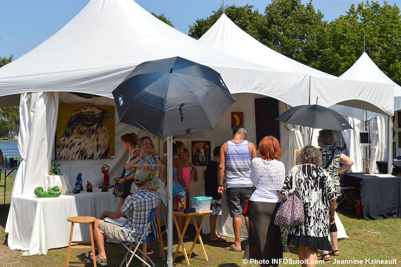 Festival des Arts de Valleyfield 2018 artiste kiosque visiteurs photo JH INFOSuroit