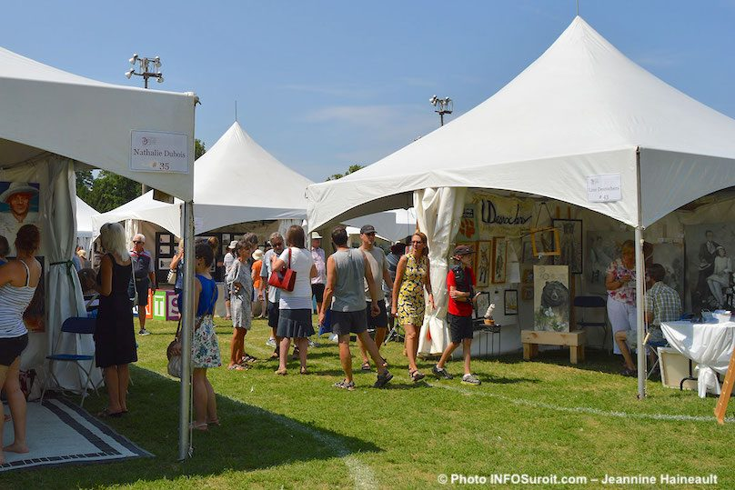 Festival des arts Valleyfield 2018 kiosques artistes et visiteurs photo JH INFOSuroit