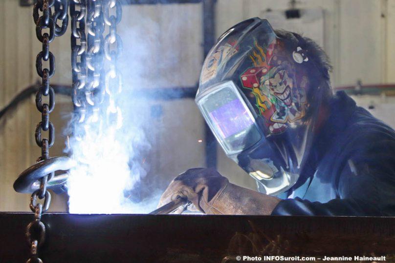 Groupe Tremblay visite usine Saint-Anicet juil2019 soudeur photo JH INFOSuroit