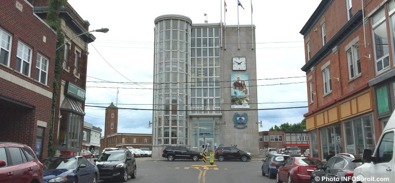 Hotel de ville Salaberry-de-Valleyfield rue Nicholson centre-ville photo INFOSuroit