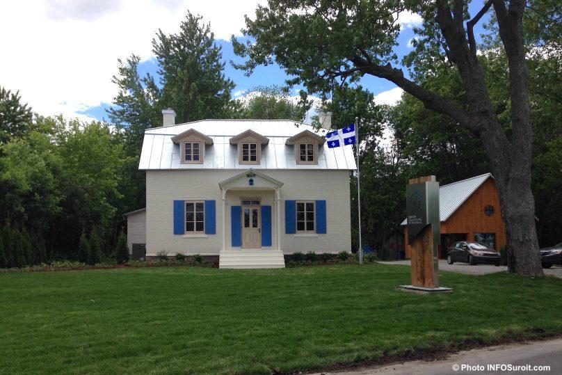 Maison Felix_Leclerc Vaudreuil-Dorion drapeau du Quebec photo INFOSuroit