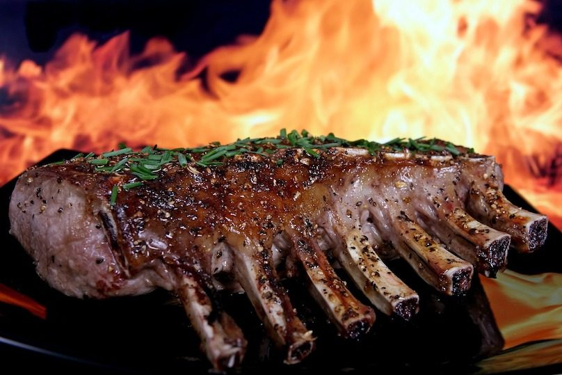bbq cuisson sur le gril porc photo Robert-Owen-Wahl via Pixabay et INFOSuroit