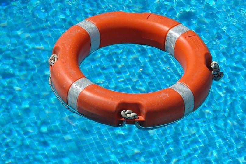 bouee piscine securite photo DesignerMikele via Pixabay et INFOSuroit