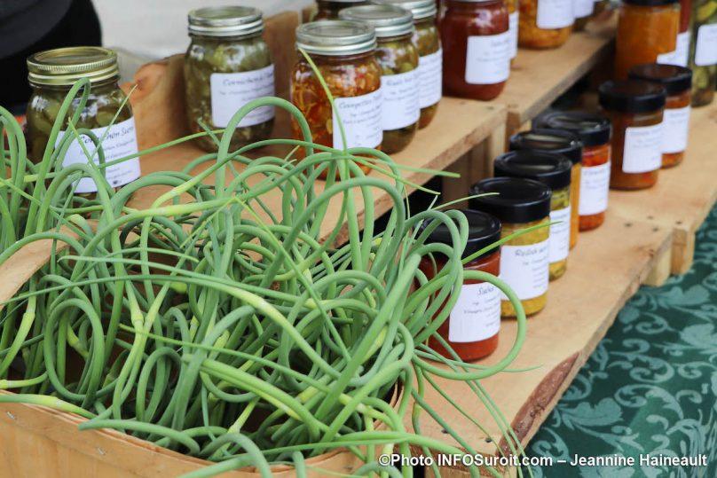 haricots et conserves cornichons salsa Marche Fermier Huntingdon photo JH INFOSuroit