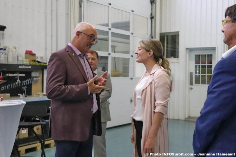 maire de St-Anicet GMoretti avec ministre MJoly chez Groupe Tremblay juil2019 photo JH INFOSuroit