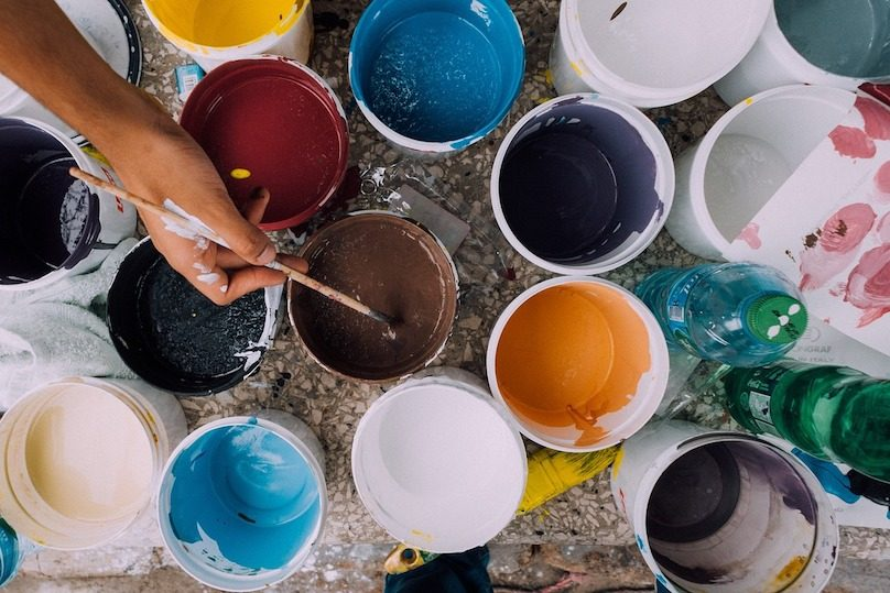 peintures artiste couleurs photo Free-Photos via Pixabay et INFOSuroit