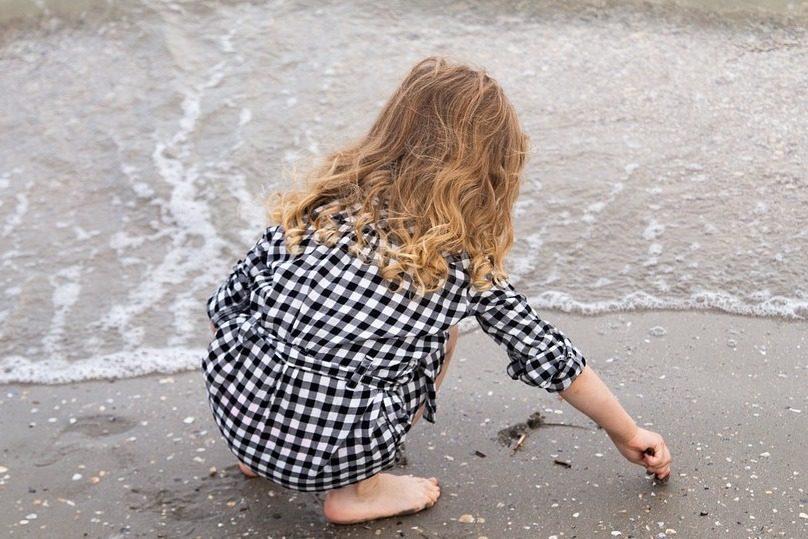 petite-fille-enfant-plage-photo-LauraLucia-via-Pixabay-et-INFOSuroit_com