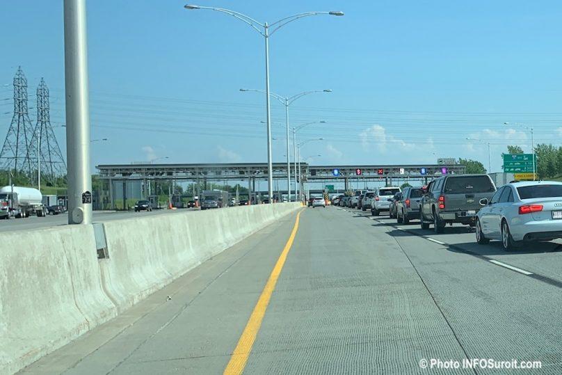 poste peage autoroute 30 automobiles en attente juil2019 photo INFOSuroit