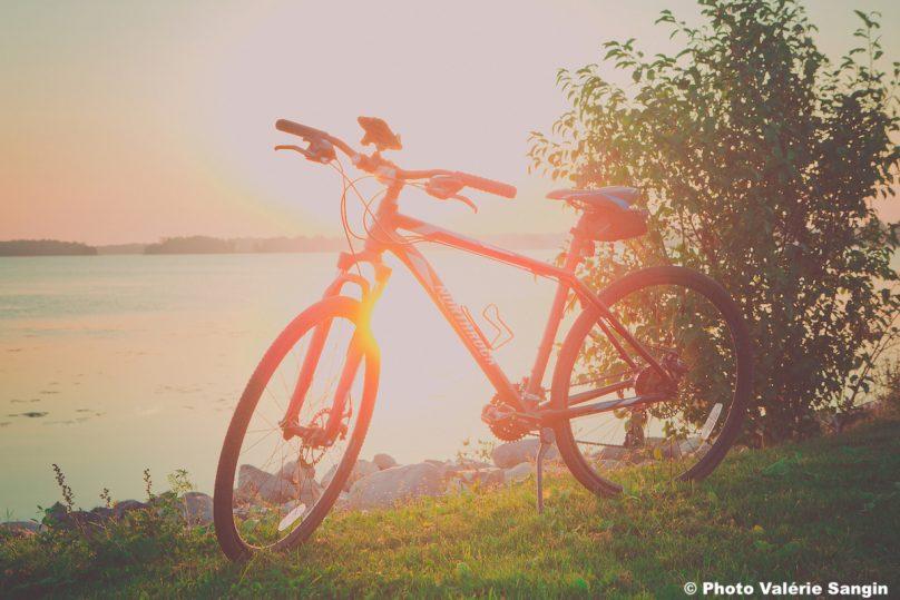 velo coucher de soleil tourisme Photo Valerie_Sangin via ExploreVS