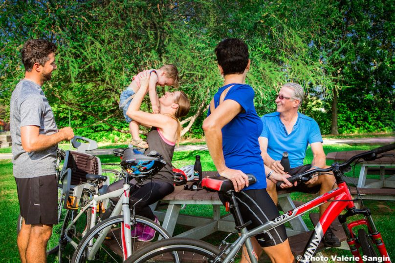 velo cyclisme tourisme famille Photo Valerie_Sangin via ExploreVS