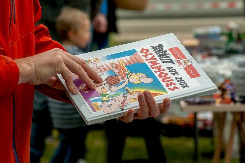vente de garage bric-a-brac livre Asterix photo Jackmac34 via Pixabay et INFOSuroit