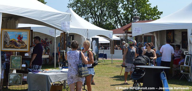 visiteurs Festival des Arts de Valleyfield 2018 parc Delpha-Sauve kiosques artistes photo JH INFOSuroit