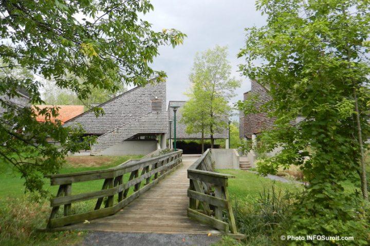 Batiments accueil Parc historique de la Pointe-du-Moulin a NDIP photo INFOSuroit