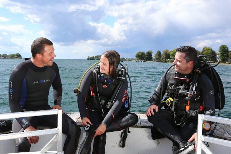 Centre de plongee EcoDive plongee sous-marine 2 plongeurs bateau photo Pierre_Langevin via MRC