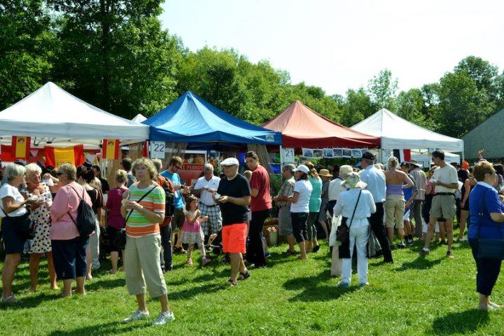 Festival de la soupe 2016 visiteurs et kiosques photo via Ville ND-Ile-Perrot