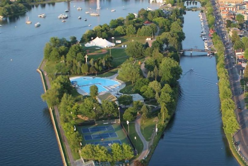 Vieux canal Beauharnois baie du lac St-Francois Valleyfield parc Sauve piscine vue aerienne photo via MRC