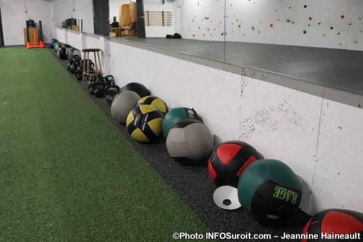 ballons pour entrainement Cite des Arts et des Sports photo JH INFOSuroit
