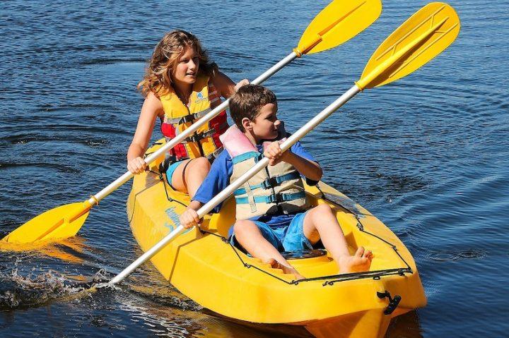 kayak double riviere enfants photo 931885 via Pixabay et INFOSuroit